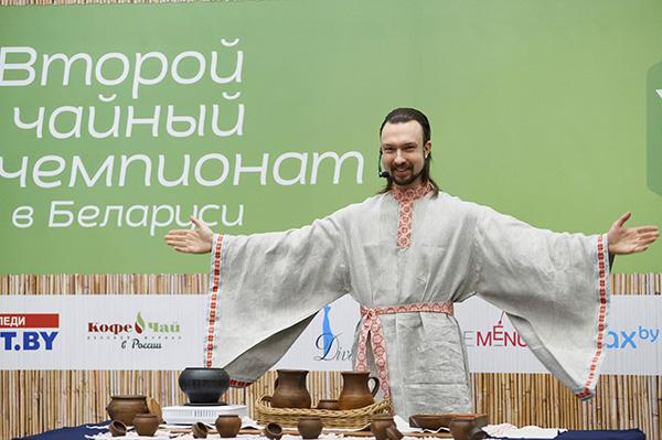 Аляксей Купракоў прэзентуе свой унікальны арт-праект «Беларуская чайная цырымонія».