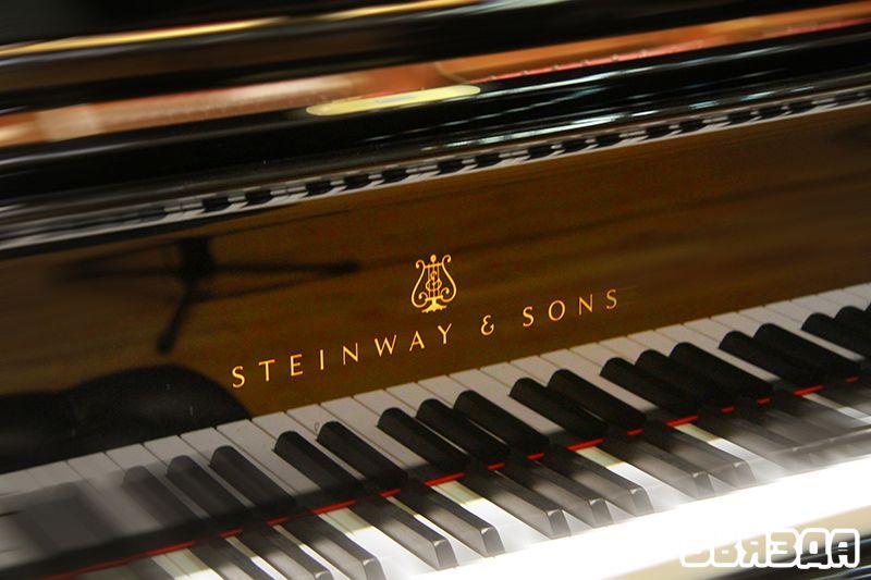 """Іграць на такім фартэпіяна """"Steinway & Sons"""" – мара кожнага піяніста."""