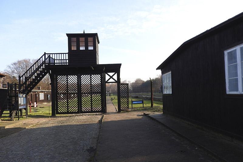 Ограждение концлагеря. Узники называли его «воротами смерти».