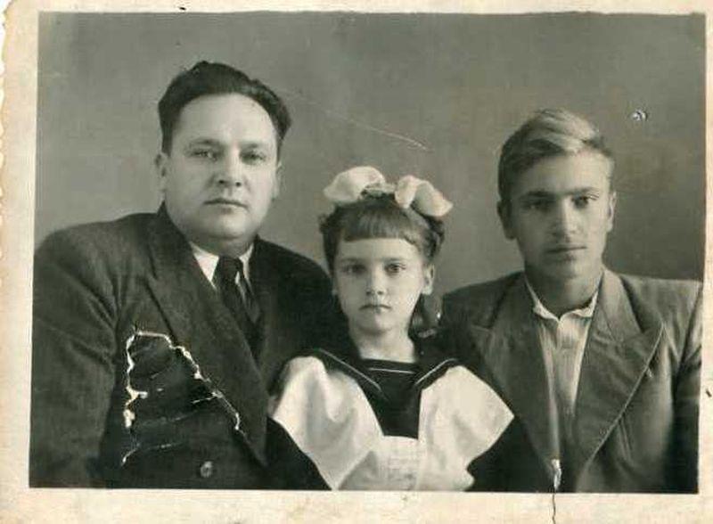 Браніслаў Ржавуцкі з дачкой Геняй і сынам Мечыславам.