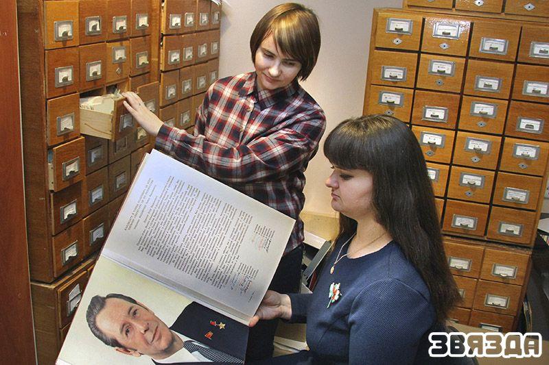 Среди тех, кто работал над созданием новой экспозиции, - ведущий научный сотрудник Мария Гореликова и научный сотрудник Ирина Захаро.
