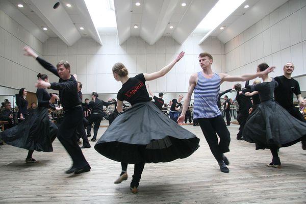Падчас рэпетыцыі танцораў