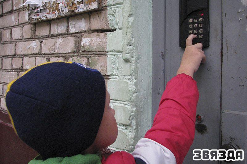 почему домофонные системы не удерживают двери закрытыми