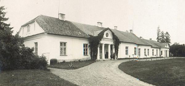 Фото фольварка первой половины ХХ века, когда он принадлежал Козел-Поклевским.