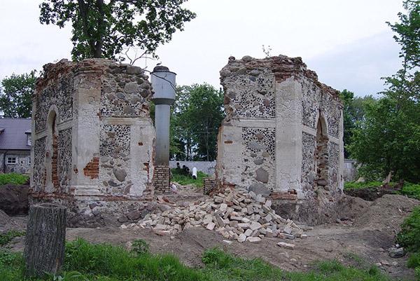 Так выглядел фольварк в Каролино до реставрационных работ в начале этого века.