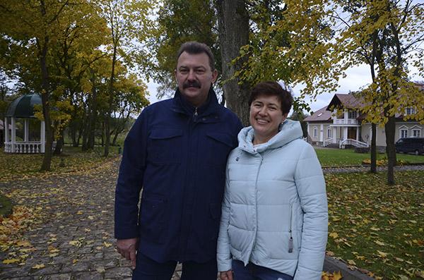 Хозяева старинной усадьбы Павел и Наталья Климуки.