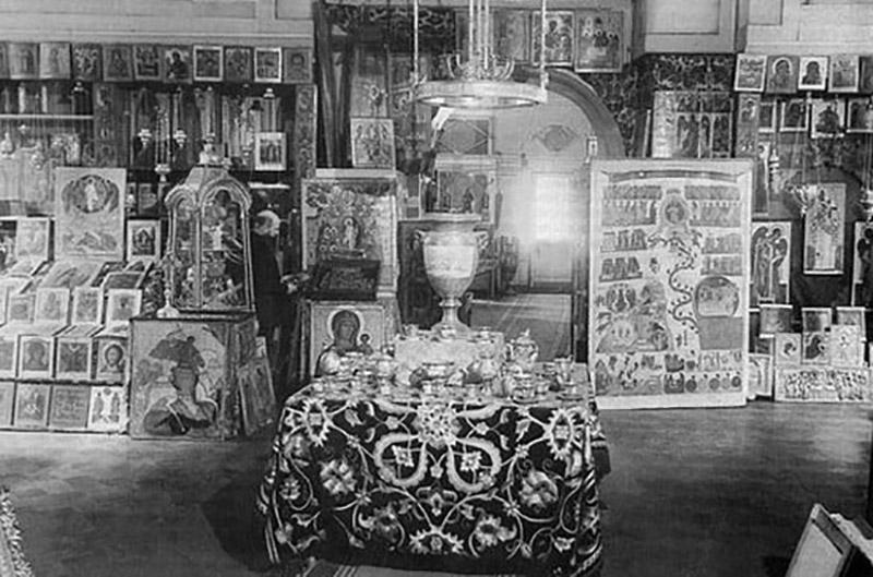 Продаж царкоўнага начыння ў краме «Антыкварыят», 1936 год.