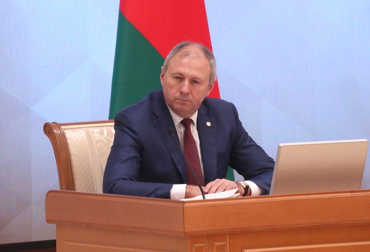На нарадзе прысутнічае і прэм'ер-міністр Беларусі Сяргей Румас