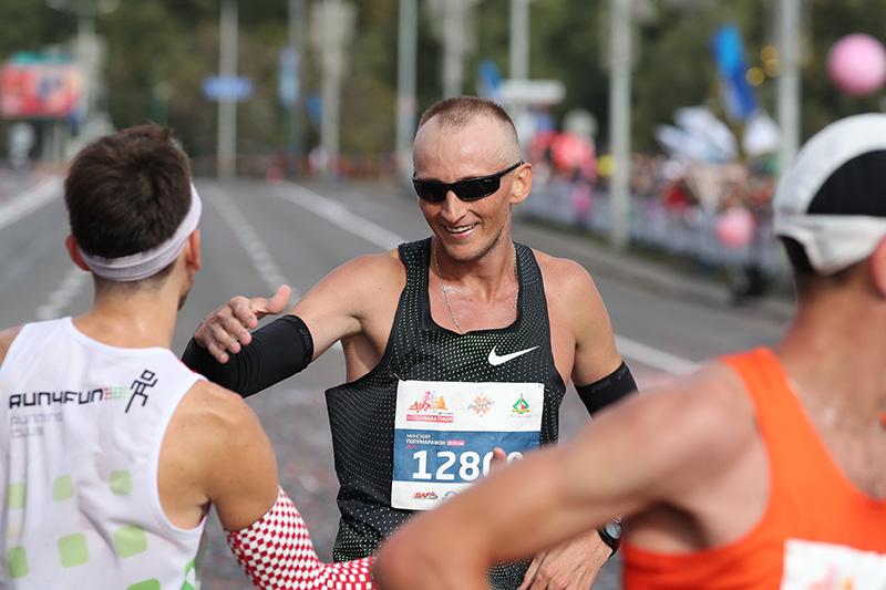 На дыстанцыі 10 км перамог беларус Арцём Логіш.
