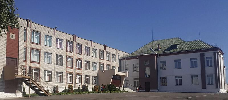 Школа в агрогородке Поколюбичи.