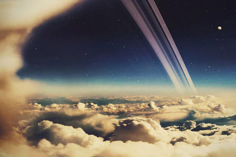 Асаблівую маляўнічасць небу Сатурна надаюць раскошныя кольцы планеты.