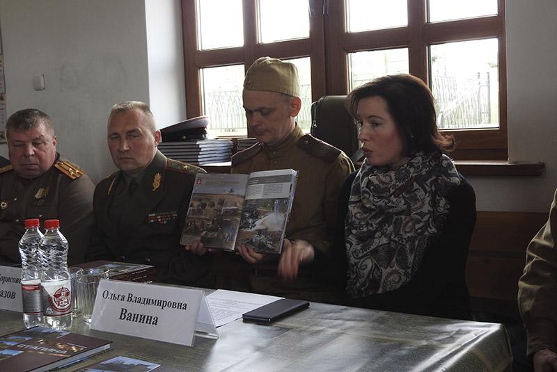 Барыс Праказаў — аўтар кнiгi «Лiнiя Сталiна».