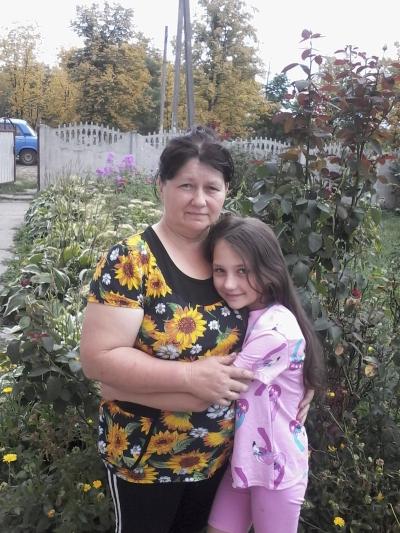 Святлана Носiкава з дачкой Лiзай.