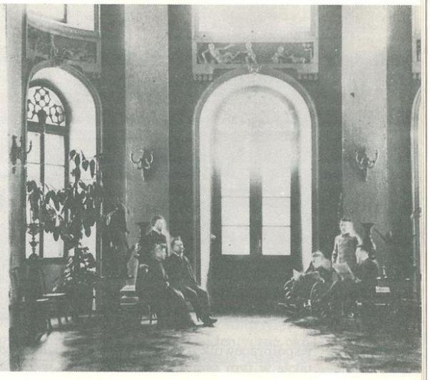 Бальная зала палаца.