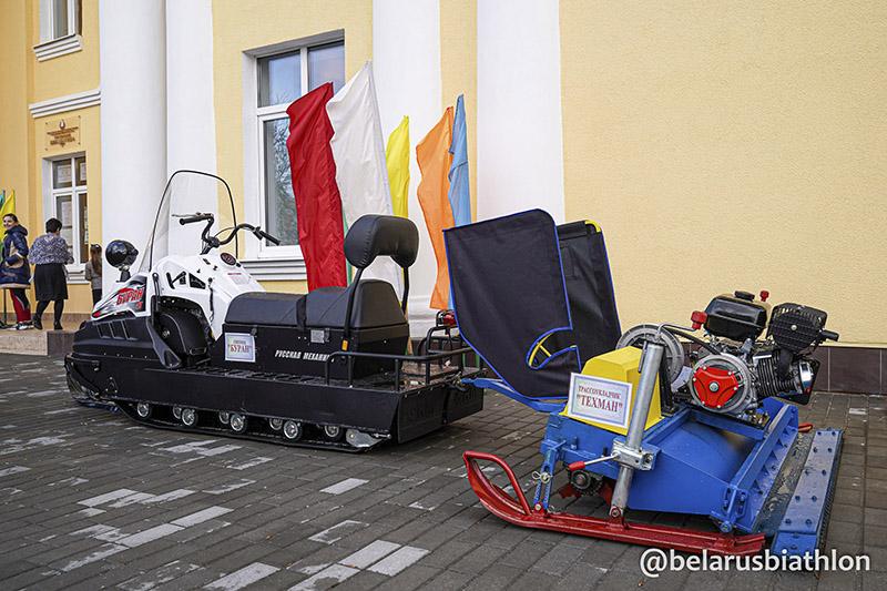Подарки от биатлонисток и Белорусской федерации школам олимпийских чемпионок.