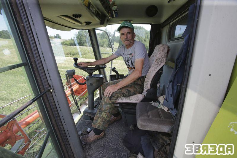 Адзін з найлепшых камбайнераў гаспадаркі Міхаіл Іваноў.