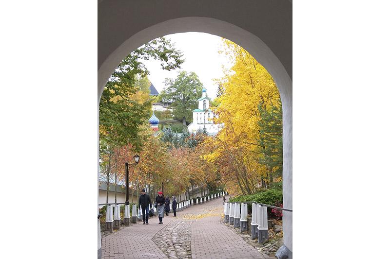 Вход в Печерский монастырь начинается с «Кровавого пути».