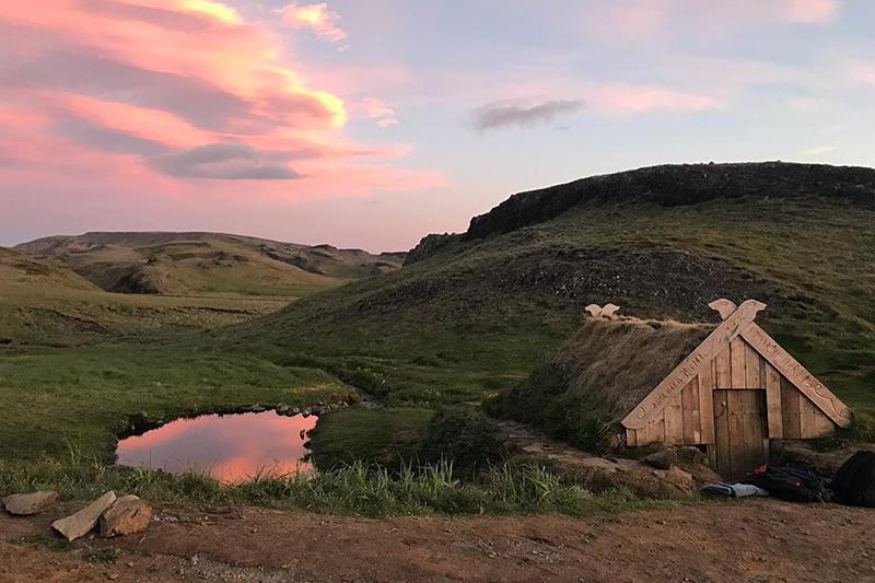 Ісландыя. Уявіце... Гарачая крыніца, чэрвень, дзве гадзіны ночы.