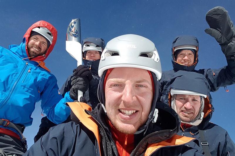 Група ў складзе Максіма Вінчэўскага, Аляксандра і Міхаіла Вайцюкоў, Дзяніса Жыдкова і Міхаіла Макеенкі паспяхова пераадолела маршрут на Манблан.