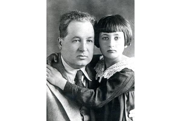 Кузьма Чорны з дачкой Рагнедай, 1938 г., фота з сямейнага архіва Міколы Раманоўскага.