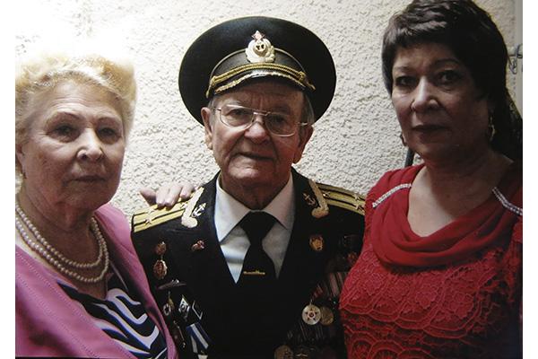 На передаче «Жди меня» Галина Юзефович, Владимир Лисовский и Людмила Климова  (слева направо).