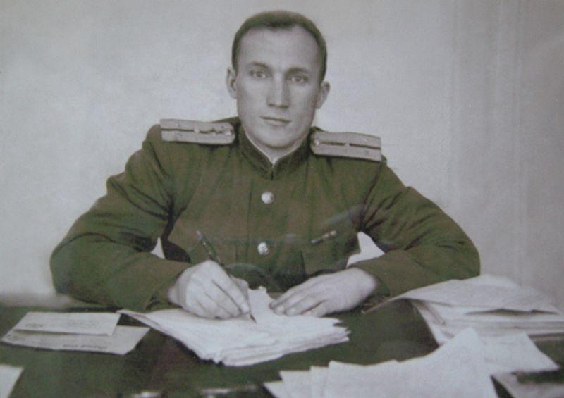Федор Мезенцев, фронтовой корреспондент. 1948