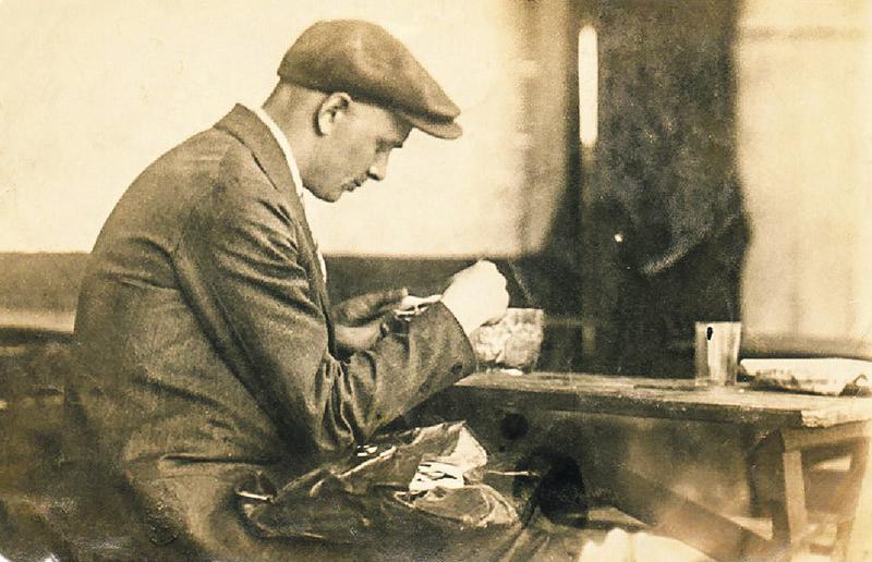 Валерый МАРАКОЎ у «Шашлычнай» на вуліцы Камсамольскай. Мінск, 1930-я гады.