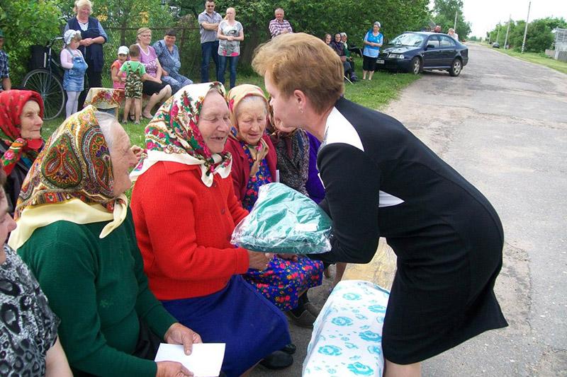 Святлана Швед віншуе землякоў са святам вёскі.