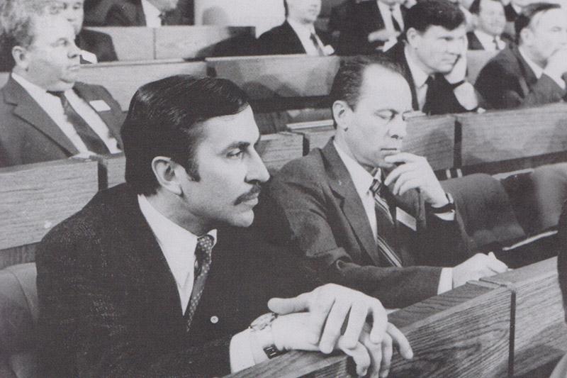 Ю. Попов (первый слева) во время работы сессии ВС БССР.