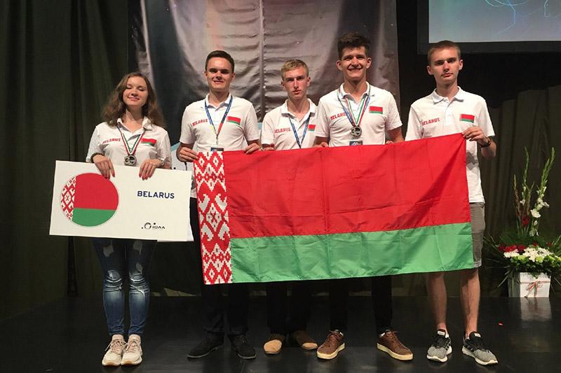 Міраслава з камандай на міжнародным этапе ў Венгрыі.