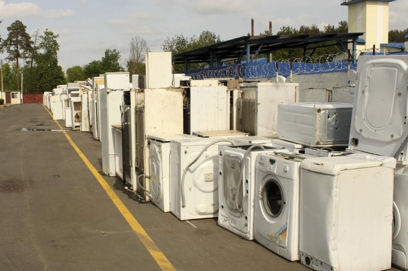Могілкі халадзільнікаў і пральных машын на Гомельскім эксперыментальным біямеханічным заводзе.