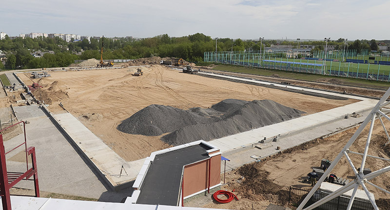На этой площадке будет футбольный манеж. Фото Олега Климовича