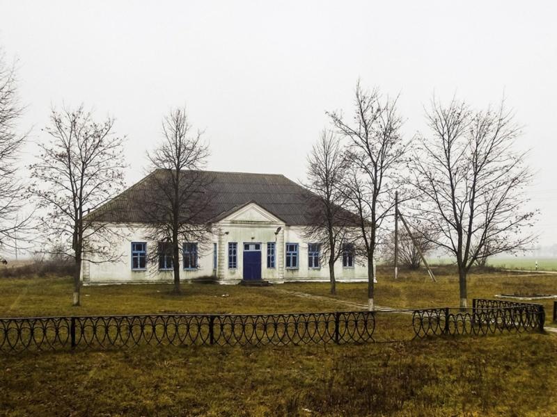 Той самы будынак Старагуткоўскай бiблiятэкi-клуба.