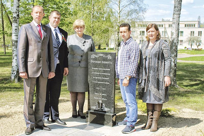 На фота злева направа: Сяргей Сыранкоў, Аляксандр Трушкiн, Анжалiка Гоман, Васiль Канаплёў, Ганна Шпунтава.