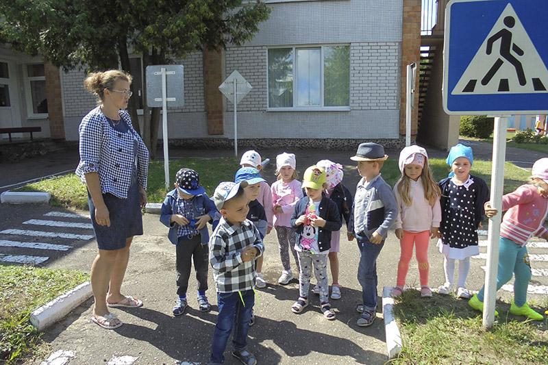 Выхавальніца Анастасія Саўчук з дзецьмі.