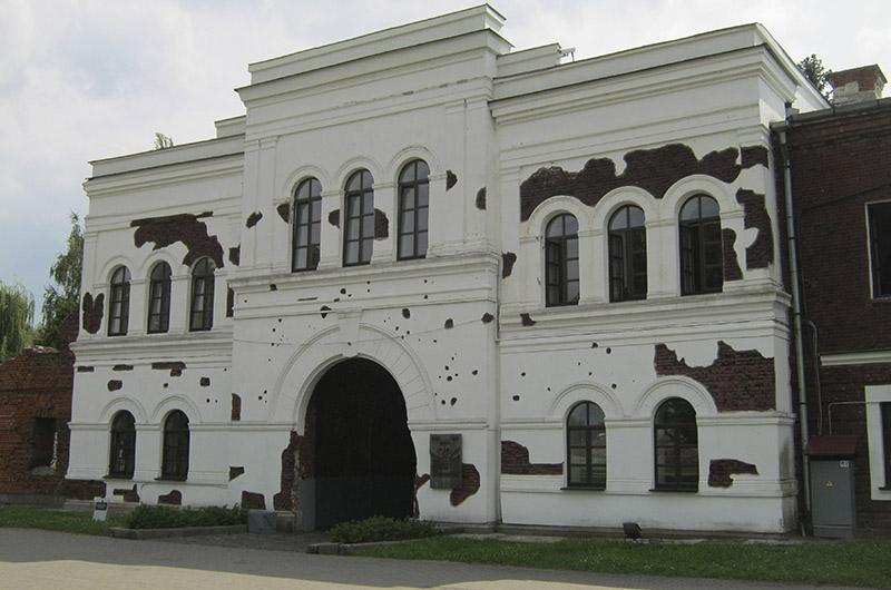 Холмске ворота изнутри цитадели.