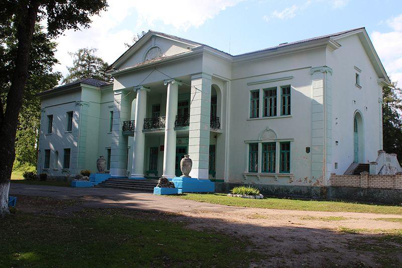 Палац Пуслоўскіх у мікрараёне Альбярцін Слоніма сёння