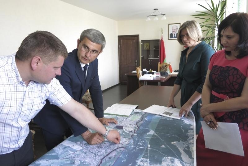 Дмитрий Бочков и его команда за обсуждением очередной инвестплощадки.