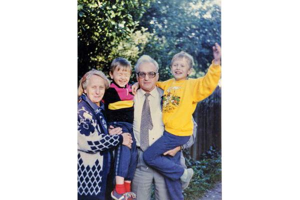 З жонкай і ўнукамі Ягорам і Дзянісам, 1993 г.