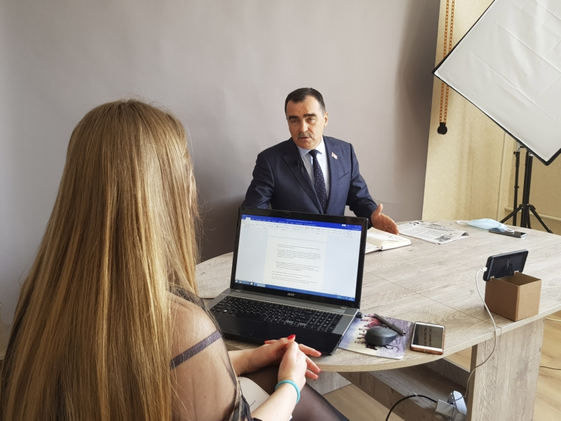 Аляксандр Карпіцкі падчас анлайн-канферэнцыі.