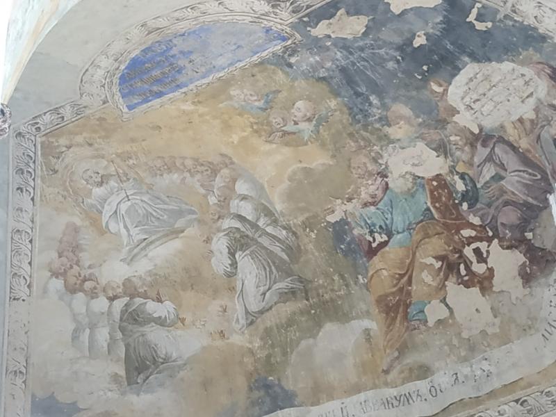 Самая яркая — фреска над алтарной частью, где пророки поклоняются Господу.