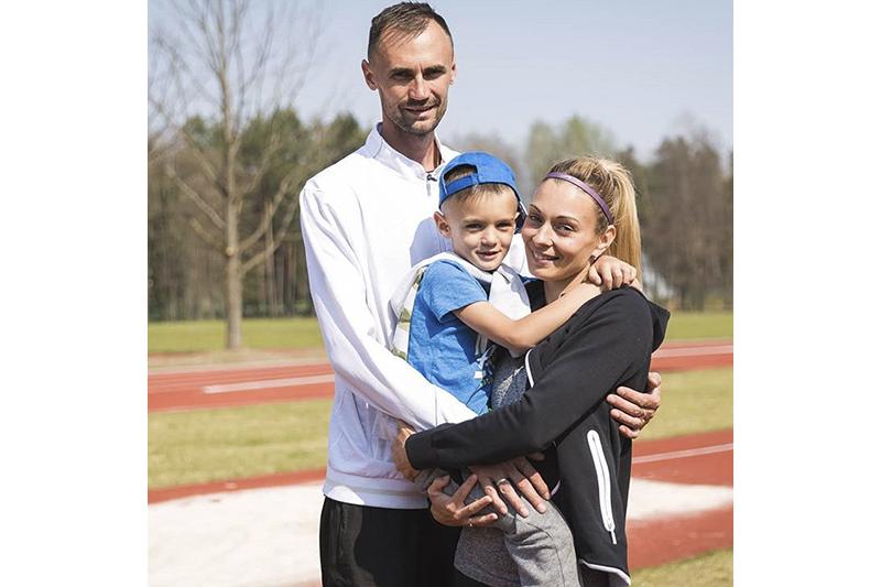 Анастасия вместе с мужем (одновременно тренером) и сыном.