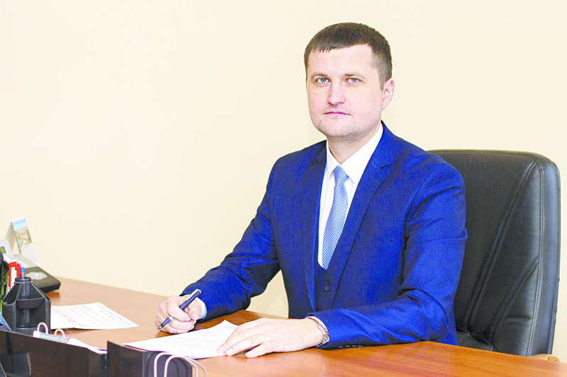 Рэктар універсітэта Валерый Наўныка.