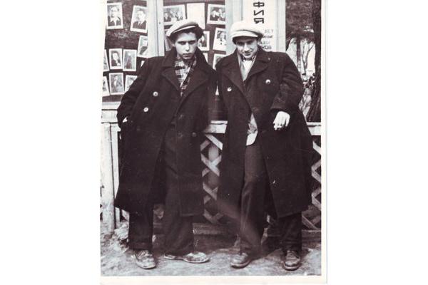 Изяслав Котляров и Игорь Шкляревский в Могилёве. 1959 г.