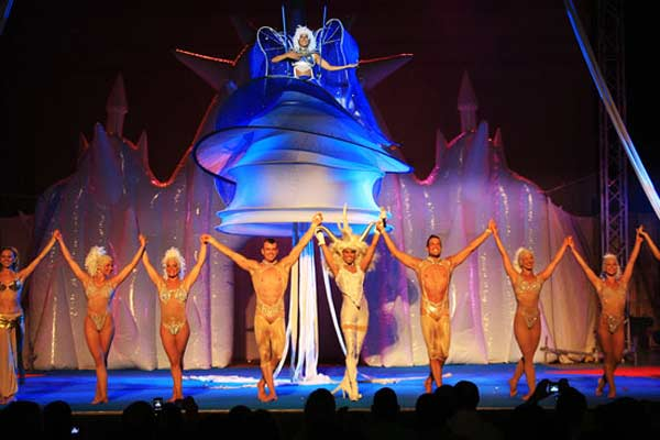 фото голый цирк