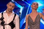 Пара из Беларуси покорила жюри британского шоу навыком метания ножей