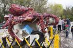 В Торонто открылась выставка статуй из мусора