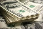 Падлеткі ў гандлёвым цэнтры знайшлі 6100 долараў і падзялілі іх пароўну
