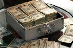 Девушка украла деньги, чтобы уехать с молодым человеком за границу