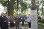 Бюст Алишера Навои открыли на ул. Свердлова в Минске